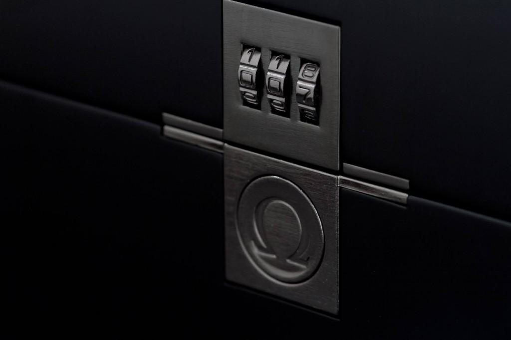 Omega Seamaster 300m Spectre 233.32.41.21.01.001 Lock